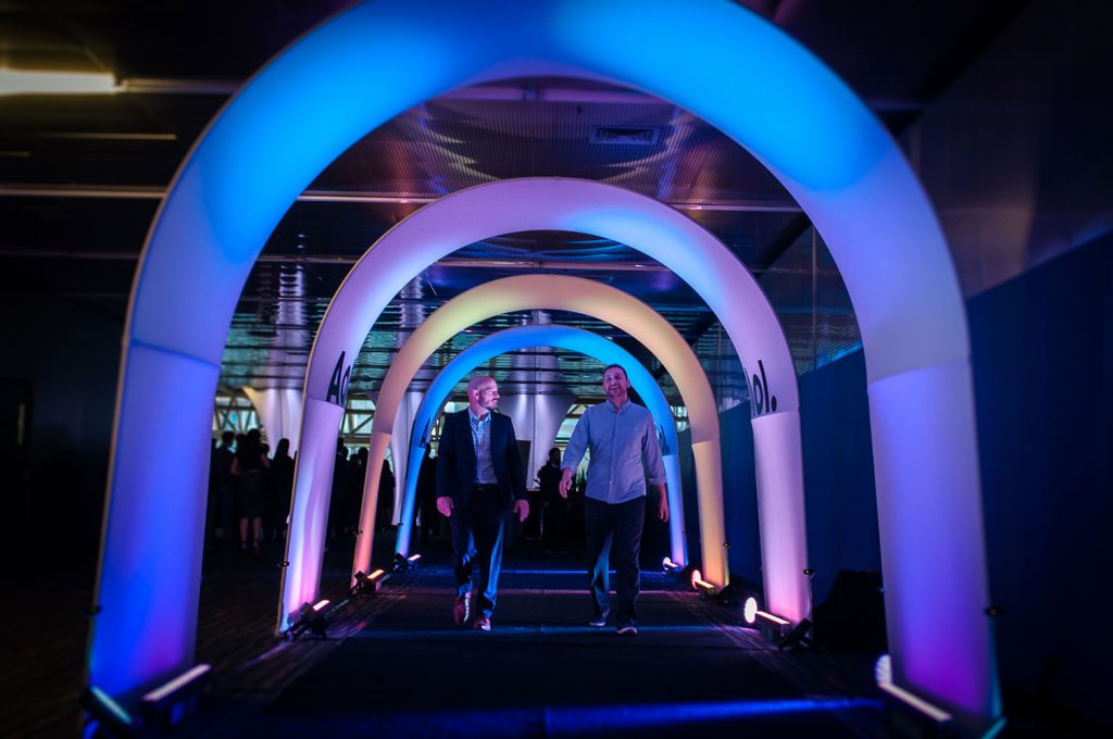 TUNNEL INTERACTIF, PARCOURS LUMINEUX.
